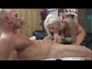 Предложил сисястой блондинке бесплатный массаж
